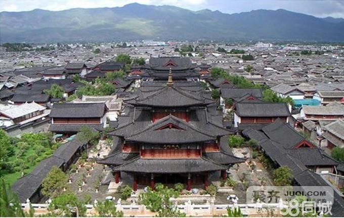 午餐后游览国家著名风景区苍山第一峰——【云弄峰】,乘索道(索道已含