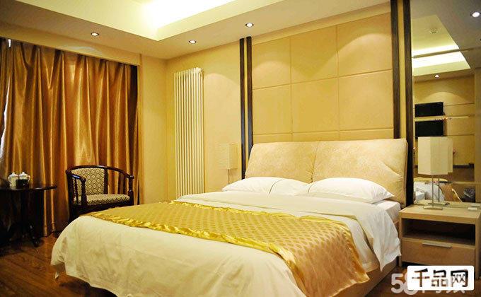 豪华大床房/双床房(2选1) 免费宽带!浪漫的入住环境,时尚的色彩搭配!图片