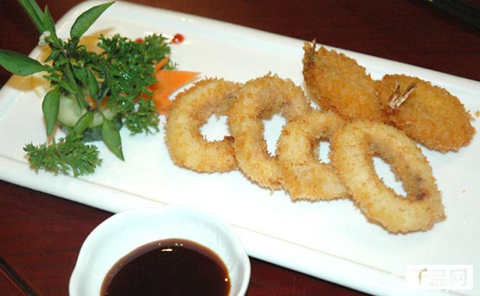 什锦生鱼拼盘+寿司拼盘+烤台(千岛虾+芝士焗虾)+炸台(鱿鱼圈4个+蝴蝶