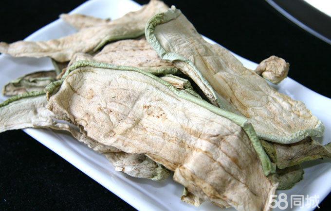 典型的东北灶台,土炕,与家人或是朋友围着灶锅吃饭,如家的温馨,会让您