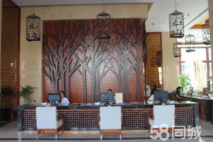 整体装修风格引入热带丛林元素主题文化,融入了东南亚风情风格及海南