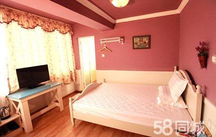仅售99元,市场价238元的罗马假日酒店情侣房入住1晚,节假日通用,温馨舒适,环境优雅,是您理想的休息港湾!