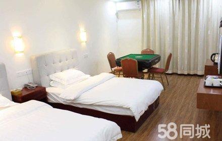 仅售108元,酒店门市价208元的仁化县仁美大酒楼标准双人房入住1晚,免费停车,温馨舒适,温馨舒适,尽享生活!