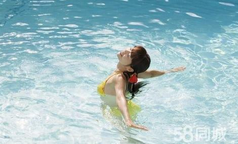 半岛花园游泳馆