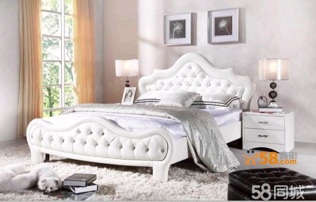 床头布满水晶扣,与白色相得益彰,让优雅无处不在,让家有世界的感觉。无论是外观还是舒适度都给您不一样的体验。 此款为高档PU皮料,柔软度和耐用度不亚于真皮。现货有1500*2000mm和1800*2000mm. 1.5米的价格:1300元 1.8米的价格:1500元 如您对我们的产品感兴趣,请随时联系在58留下的联系方式。我们会给您耐心的解答,欢迎随时咨询。从您下单,必须付清全款,然后我们再安排发货。直接送货上门,运费需先商量。部分地区可免运费。(可参照58服务流程) 签收产品前请先检查好质量,如果出现损坏